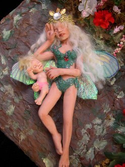 dollhouse-fairy-mother-and-child