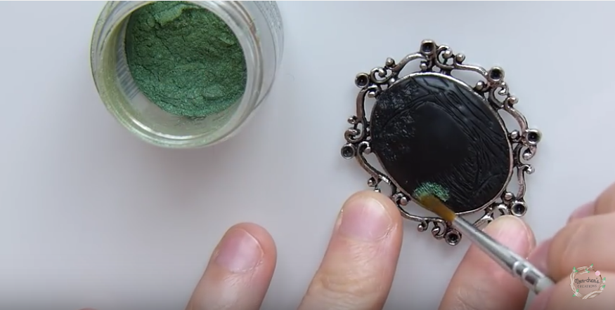 Non-chan-green-shimmer-powder-application